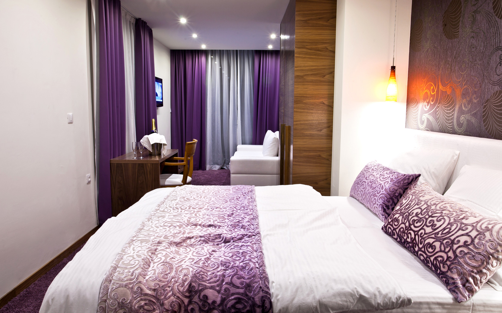 original hotelshotel gala split, purple rooms and sea views