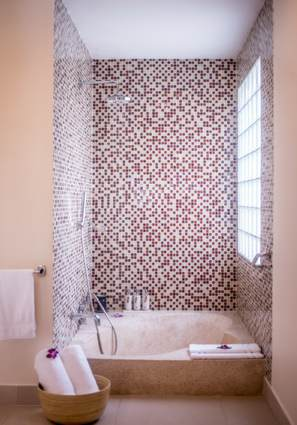 Anantara_Hoi_An_Vietnam_Resort-Junior-View-Suite-bathroom-G-AHAR_1942